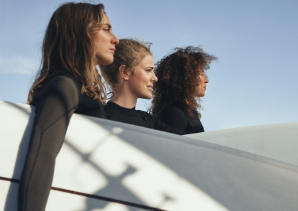 SURF WOMEN + WAVES απο την H&M